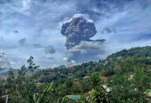Photo of Volcanic eruption leaves 'entire population' of Saint Vincent without clean water